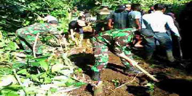 Koramil 05/Sumbang Karya Bhakti Akses Jalan Setapak