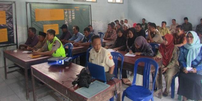 Danramil 04/Warurejo Memberikan Penyuluhan Bahaya Laten Komunis di Desa Sidamulya
