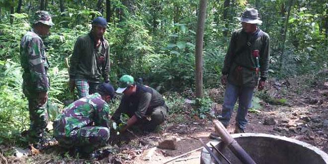 TNI dan Warga Mencintai Lingkungan Menanam Ribuan Pohon di Banjarharjo