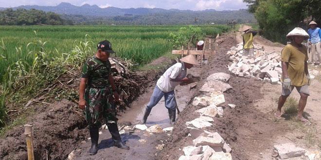 Pembangunan Saluran Irigasi  di wilayah Kec. Giriwoyo Wonogiri