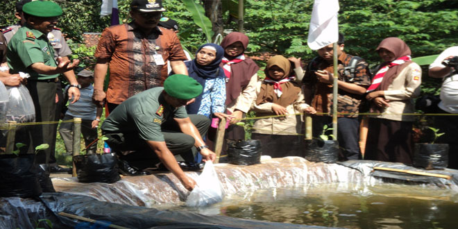 Dandim 0709/Kebumen Tabur Benih Ikan Lele