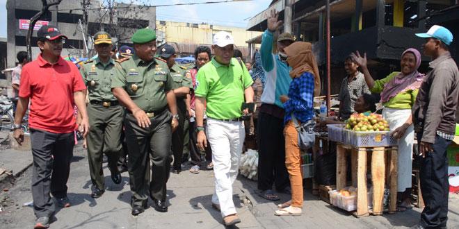 Pangdam IV/Diponegoro Tinjau Lokasi Dapur Umum Pasca Kebakaran Pasar Johar