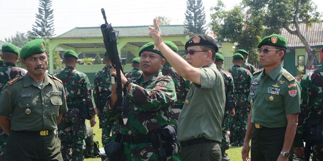 Asops Panglima TNI Tinjau Persiapan Satgas Pam  Yonif 408/Suhbrastha ke Maluku