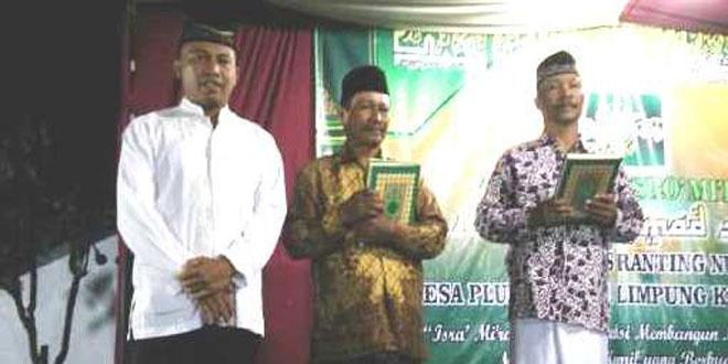 Dandim Batang Serahkan Bantun Al-Qur'an & Juz'ama dari Mabes TNI AD