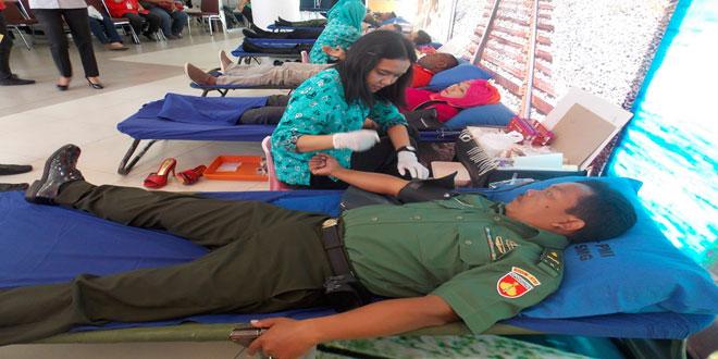 Kodim 0733 Kota Semarang Donor Darah di Gramedia Balaikota