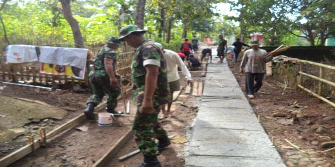 Karya Bakti Pengecoran Jalan di Desa Manjung Wonogiri