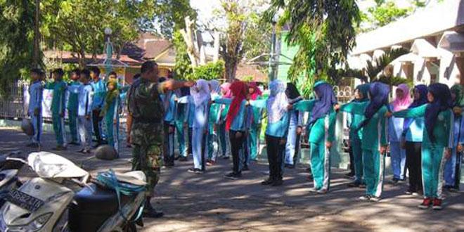 Babinsa Latih PBB Siswa SMA Muhamadiyah Masaran