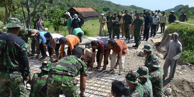 Aspers Kasad Tinjau TMMD di Rembang