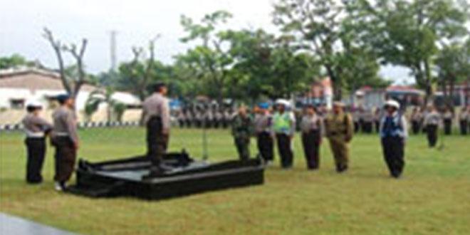 Kodim 0711/Pml Mengikuti Gelar Pasukan Dalam Rangka Operasi Patuh Candi 2015