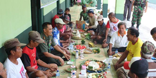 Makan Bersama dengan Tukang Becak