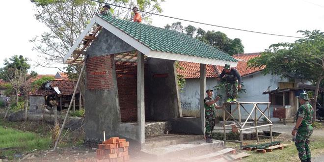 Kodim 0713/Brebes Laksanakan Karya Bhakti Pembuatan Pos Siskampling