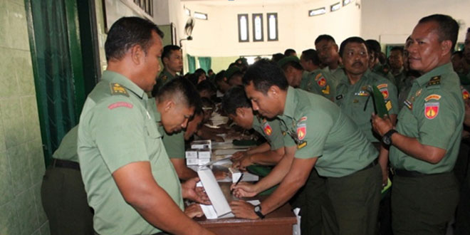 Kodim 0733 Kota Semarang Bagikan HP kepada Seluruh Anggota Babinsa
