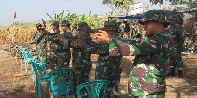 Prajurit Kodim0716/Demak Latihan Menembak