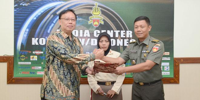 Penandatanganan MoU Diponegoro Channel dengan Dreamlight World Media