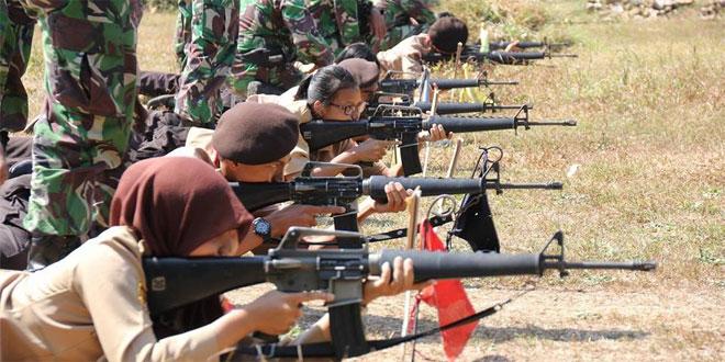 Kodim Kudus Latih Saka Wira Kartika Pengenalan Menembak Senapan