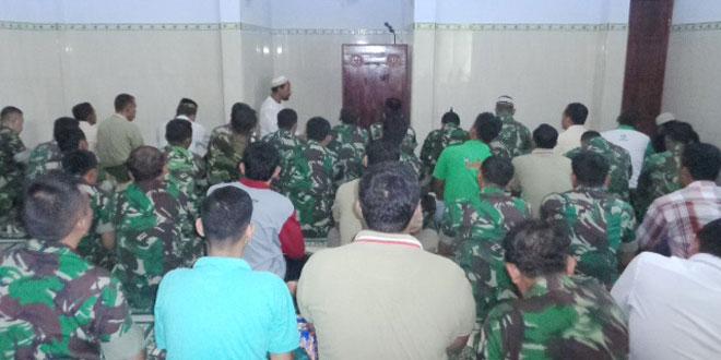 Sholat Jum'at di Masjid Kartika Kodim-0728/Wonogiri