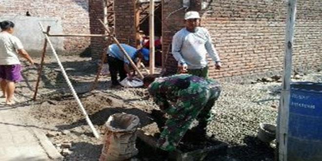 Koramil 03 /Petarukan Bantu Masyarakat Melaksanakan Bedah Rumah