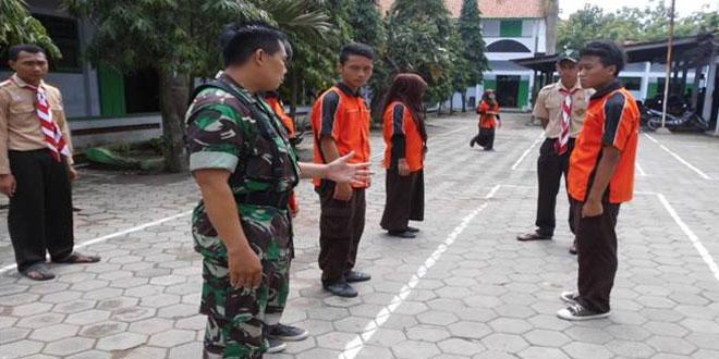 Bati Tuud Koramil-20/Plupuh Latih Tata Cara Upacara Bendera