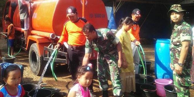 Kodim 0706 Temanggung Bantu Dropping Air Bersih