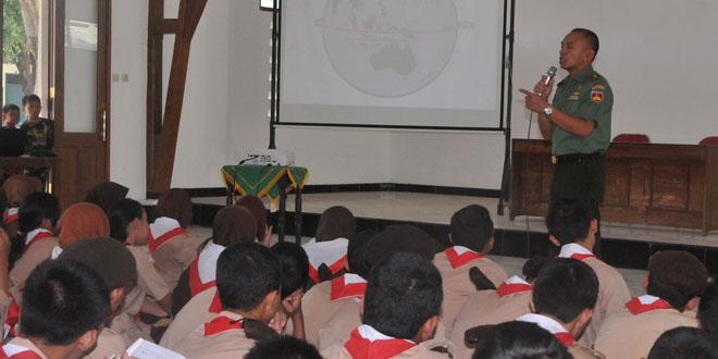 Kegiatan Kemah Penyambutan Tamu Ambalan SMA Negeri 2 Surakarta di Makorem 074/Warastratama