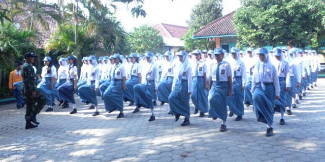MOS Bagi Anggota Baru di SMKN-1 Wonogiri dengan Kegiatan PBB oleh Anggota TNI