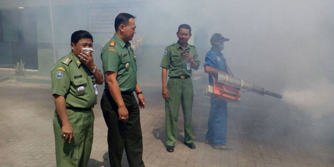 Foging Dalam Rangka Pencegahan Demam Berdarah di Wilayah Koramil 03 Sumurpanggang