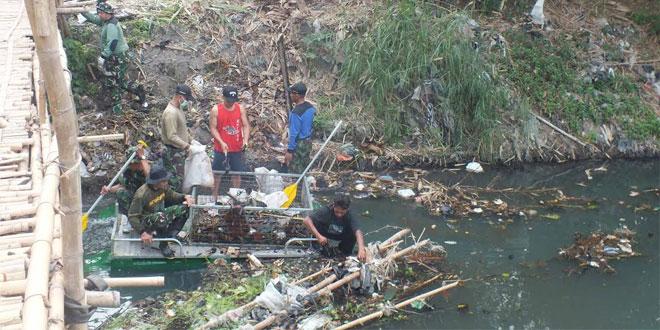 Kodim Bantul Gelar Bersih Sungai Code