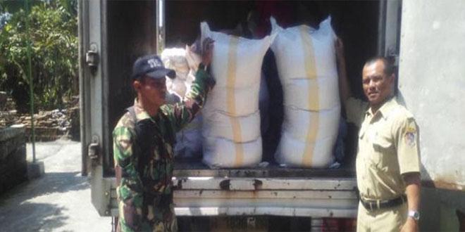Pemberian Bantuan Program Jitut yang Didampingi Babinsa Koramil 03/Kebak Kramat – Karanganyar