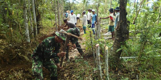 Tingkatkan Usaha Tani,  TNI – Rakyat Perlebar Jalan