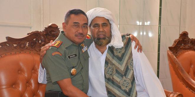 Kyai Aziz Silaturahmi Ke Korem 073/Makutarama