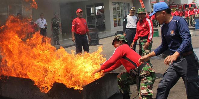 Latihan Penanggulangan Bahaya Kebakaran