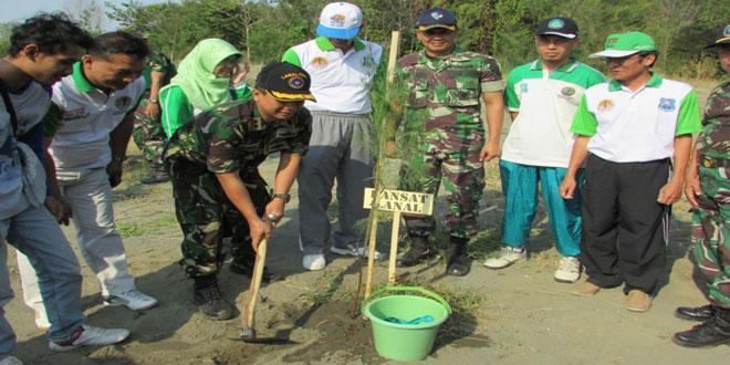 Dandim Tegal Canangkan Penanaman Pohon Laut Dalam Rangka Peringatan Ke-70 Hari TNI Tahun 2015
