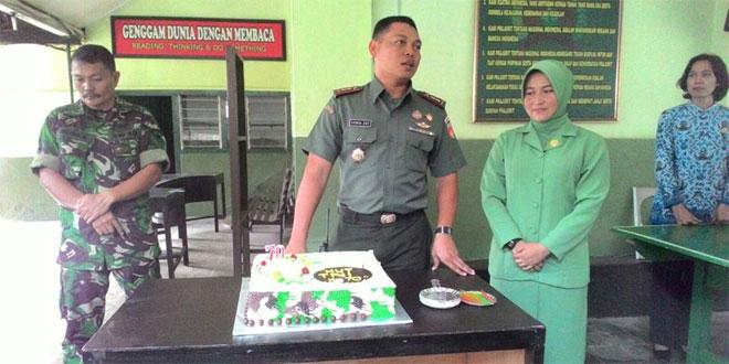 Peringati HUT TNI Ke 70, Kodim 0701/Banyumas Potong Kue Ulang Tahun