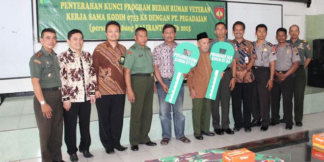 Kodim 0733 Kota Semarang Menyerahkan Kunci Program Bedah Rumah Veteran