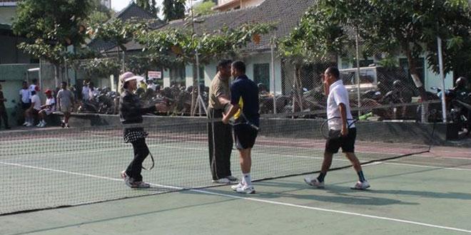 Perwira Kodim 0733 Laksanakan Olah Raga Tenis Lapangan Bersama Pangdam IV/Diponegoro