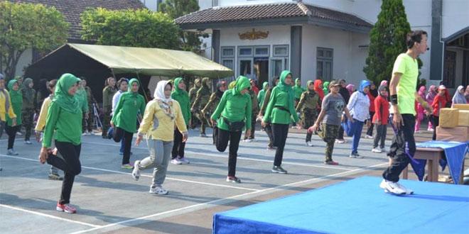 Olah Raga Bersama Dalam Rangka Pertemuan Rutin Dharma Pertiwi Kodim 0712/Tegal