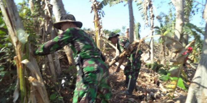 Babinsa Koramil 09/Pituruh Laksanakan Karbak Pembersihan di desa Petuguran