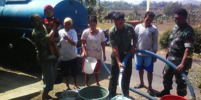 Babinsa Koramil 03/Sempor Bantu Kebutuhan Air Bersih Masyarakat
