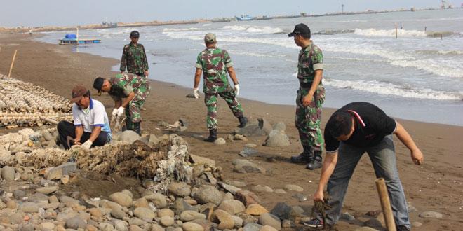 Pembersihan Pantai Sigandu Batang