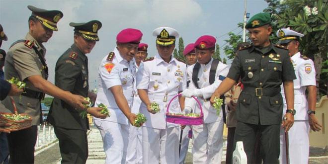 Giat Ziarah di TMP Purakusuma Kota Tegal Dalam Rangka HUT Marinir Ke 70