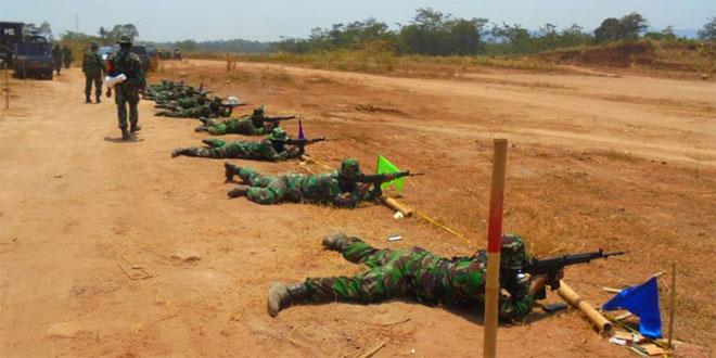 Kodim 0736/Batang Melaksanakan Latihan Menembak