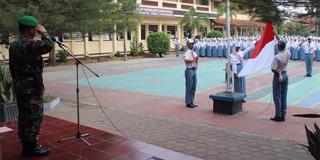 Kasdim 0709/Kebumen Pimpin Upacara Bendera SMA N 1 Klirong