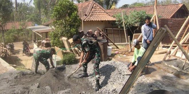 Koramil 08/Kemiri Laksanakan Perbaikan Mushola di Desa Gedong