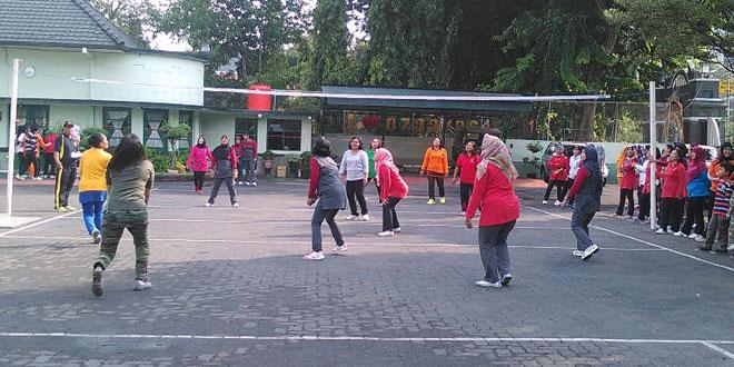 Persit KCK Cabang XI Kodim 0733-Bs/Semarang Laksanakan Kegiatan Olah Raga Bersama