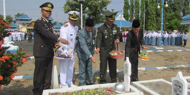 Ziarah Dalam Rangka Memperingati Hari Pahlawan Ke -70 Tahun 2015