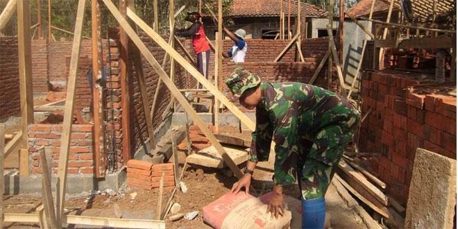 Koramil 08/Kemiri Perbaiki Mushola di Desa Gedong