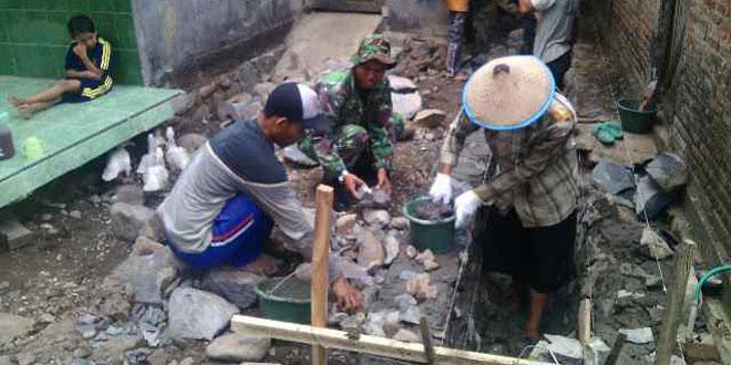 Koramil 02/Kedung Melaksanakan Karya Bakti di Desa Kedung Malang
