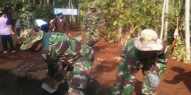 Pelebaran Jalan Setapak Desa Ngadimulyo