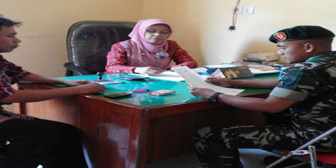 Babinsa Koramil 22/Dukuhwaru Melaksanakan Komsos dengan Kepala Desa Blubuk