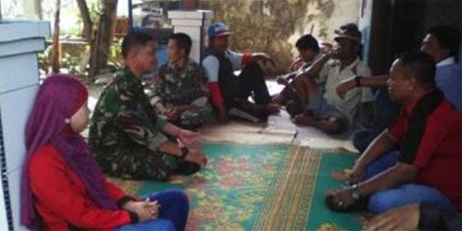 Komsos Babinsa Suradadi dengan Aparat Pemerintah Desa dan Masyarakat